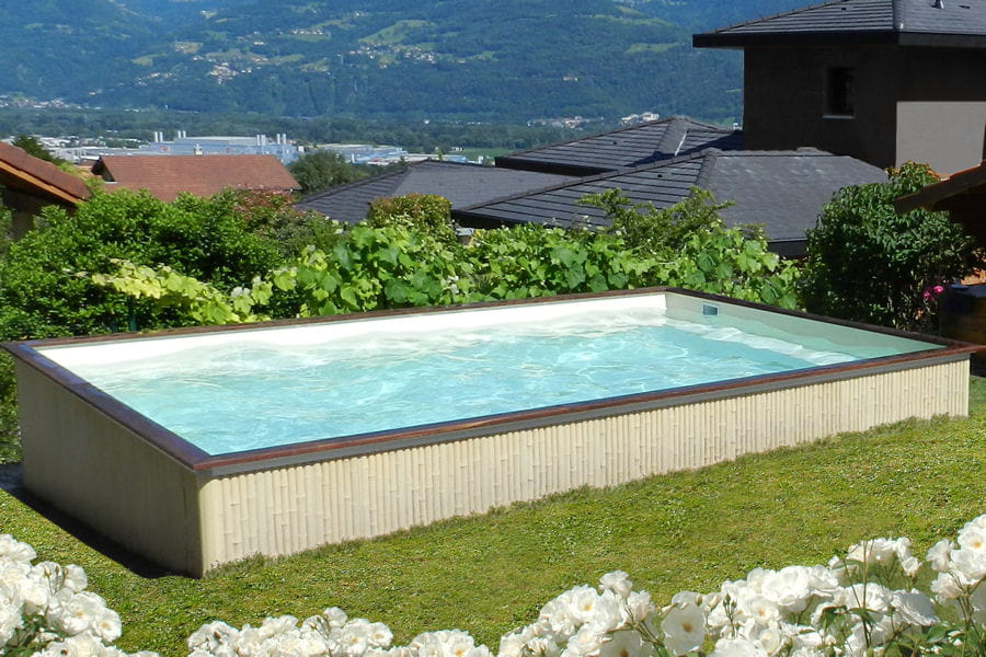 une piscine en b ton piscines hors sol anticipez le retour des beaux jours linternaute. Black Bedroom Furniture Sets. Home Design Ideas