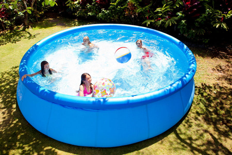 Une piscine autoportante piscines hors sol anticipez for Piscine hors sol mr bricolage