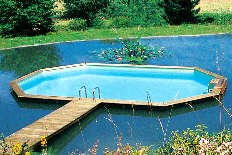 Une petite piscine hors norme for Piscine hors sol petite taille