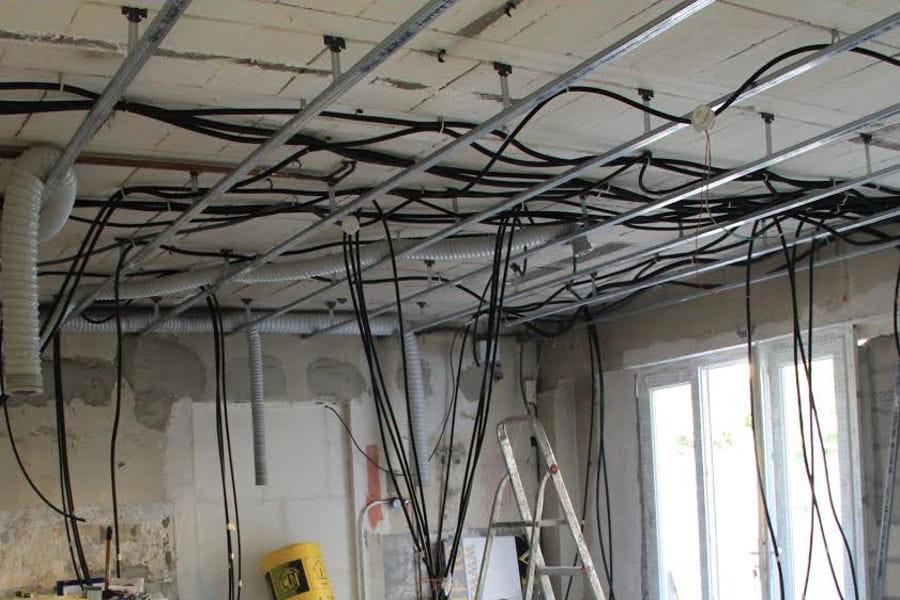 Le faux plafond deux garages transform s en un bel appartement linternaute for Installer faux plafond