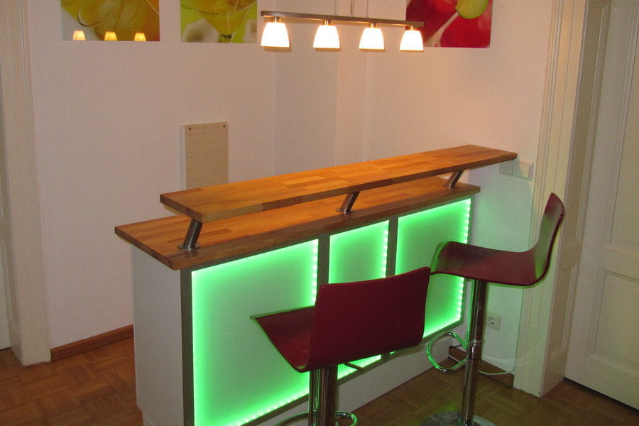 Un bar lumineux for Meuble bar design ikea