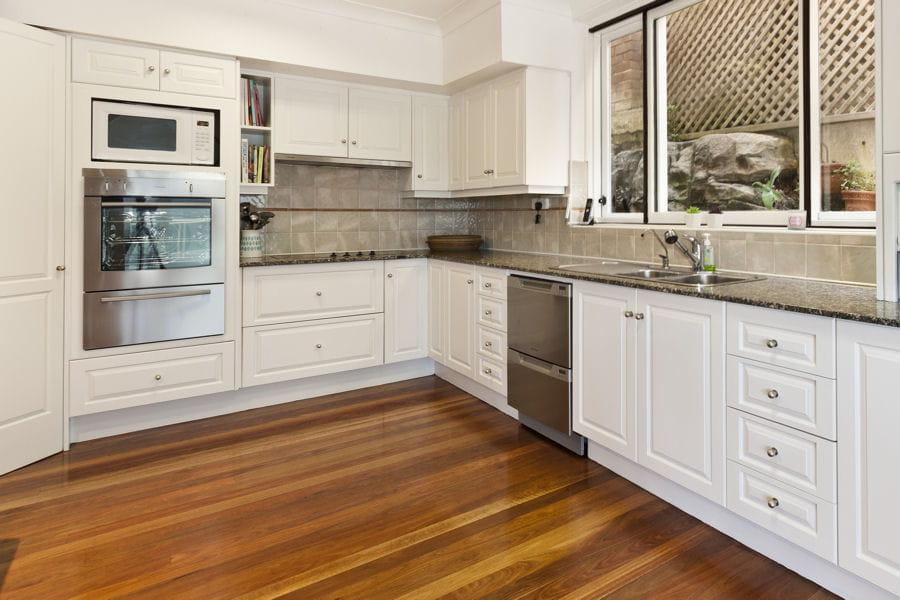Remplacez le rev tement de sol r nover une cuisine des - Renover sa cuisine a petit prix ...