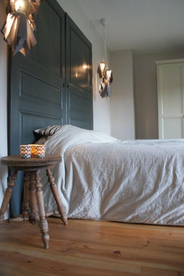 des portes en guise de t te de lit des t tes de lit originales et faciles fabriquer. Black Bedroom Furniture Sets. Home Design Ideas