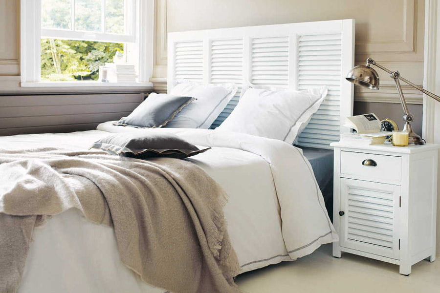 une t te de lit avec des persiennes des t tes de lit originales et faciles fabriquer. Black Bedroom Furniture Sets. Home Design Ideas