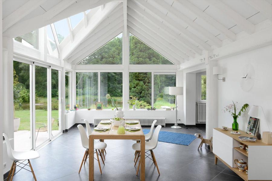 une v randa salle manger 20 belles v randas pour agrandir votre maison linternaute. Black Bedroom Furniture Sets. Home Design Ideas