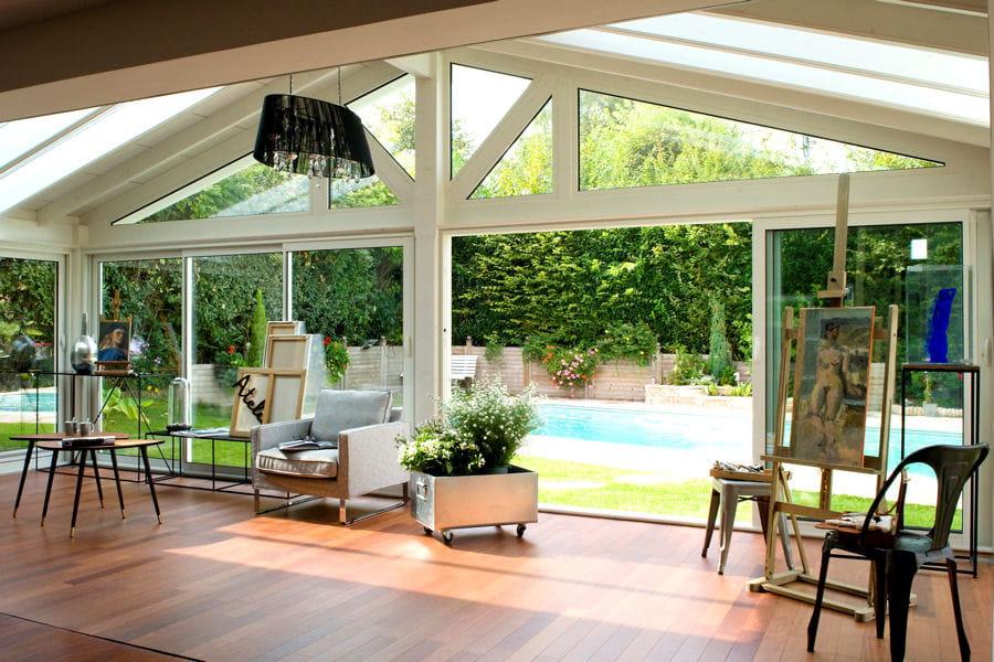 une v randa ouverte sur le jardin 20 belles v randas pour agrandir votre maison linternaute. Black Bedroom Furniture Sets. Home Design Ideas
