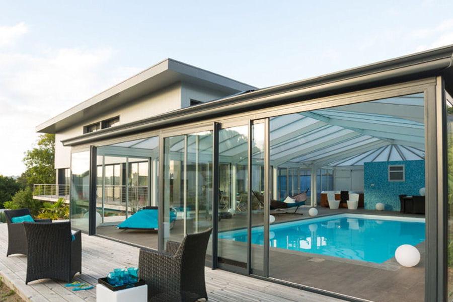 une v randa de piscine 20 belles v randas pour agrandir votre maison linternaute. Black Bedroom Furniture Sets. Home Design Ideas