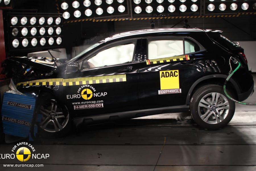 mercedes gla 2014 crash test les voitures les plus s res selon euro ncap classement 2014. Black Bedroom Furniture Sets. Home Design Ideas