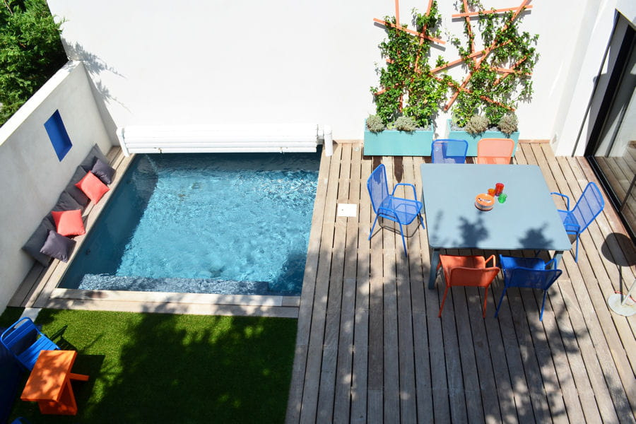 une terrasse avec piscine 20 terrasses dans l 39 air du temps linternaute. Black Bedroom Furniture Sets. Home Design Ideas
