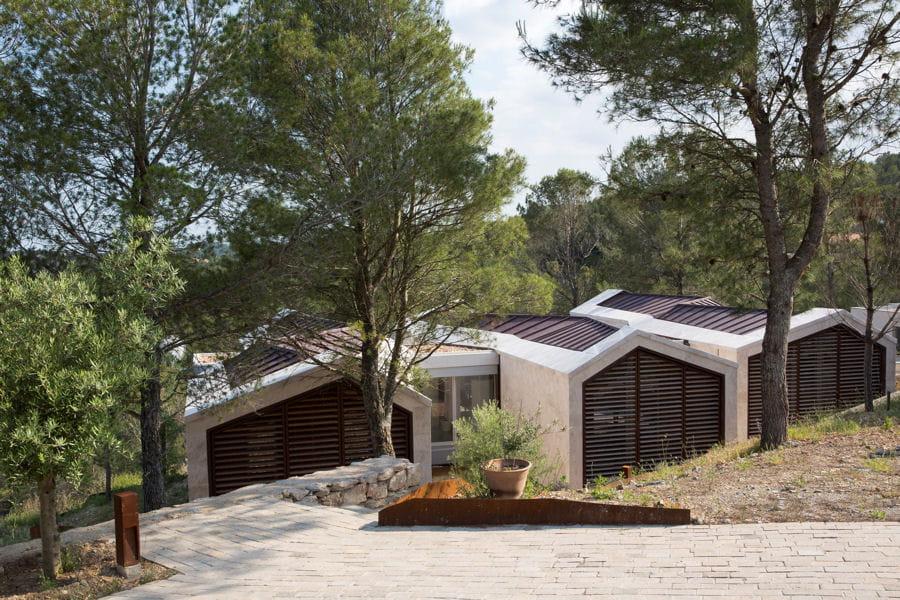 Une maison qui se fond dans le d cor for Architecture qui se fond dans le paysage