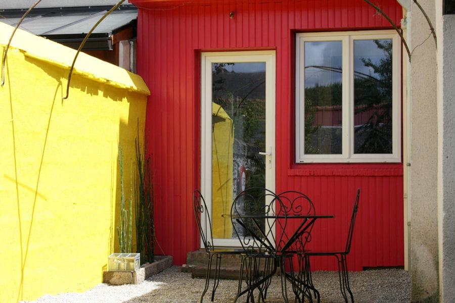Peindre les murs des astuces d co pour la terrasse ou le jardin linternaute for Peindre des murs