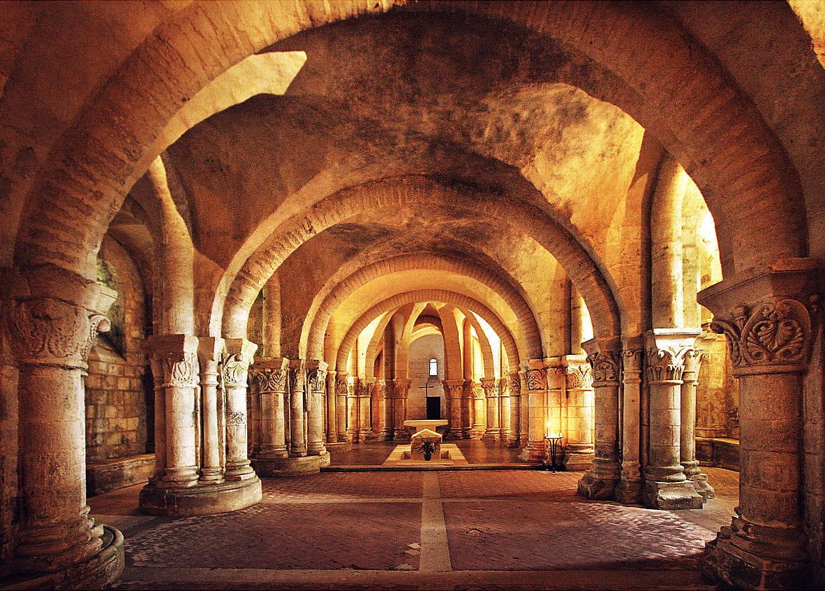 p n trez dans la crypte romane de saintes vos plus belles photos d 39 int rieur d 39 glise. Black Bedroom Furniture Sets. Home Design Ideas