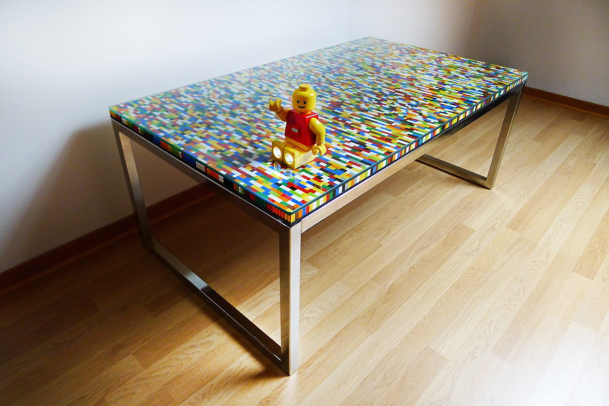 une table basse en lego des tables basses faciles fabriquer linternaute. Black Bedroom Furniture Sets. Home Design Ideas