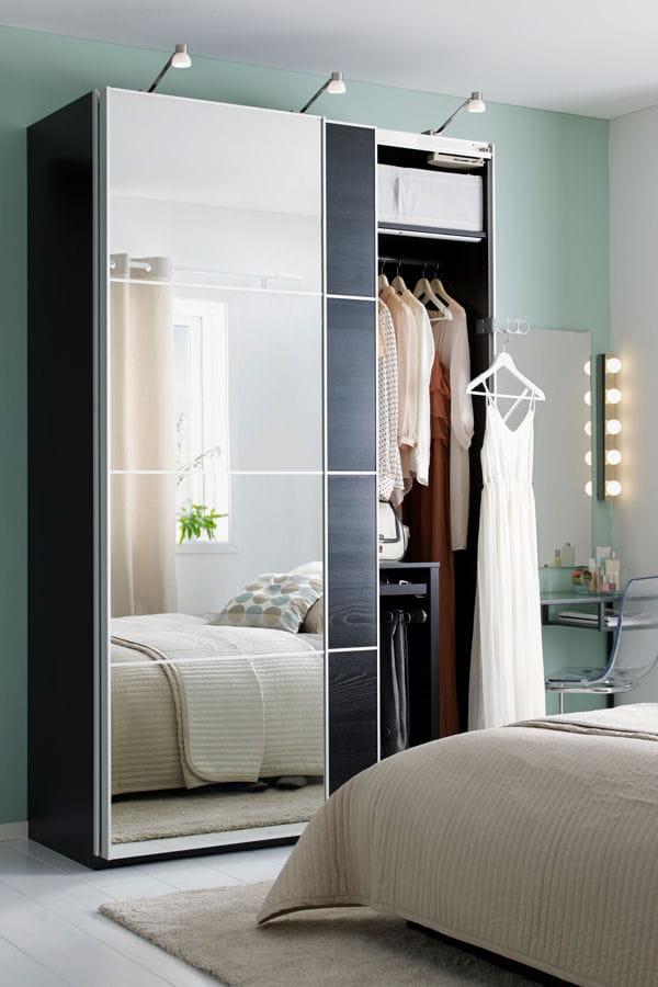 une grande armoire avec miroirs ces dressings qui donnent envie de ranger linternaute. Black Bedroom Furniture Sets. Home Design Ideas