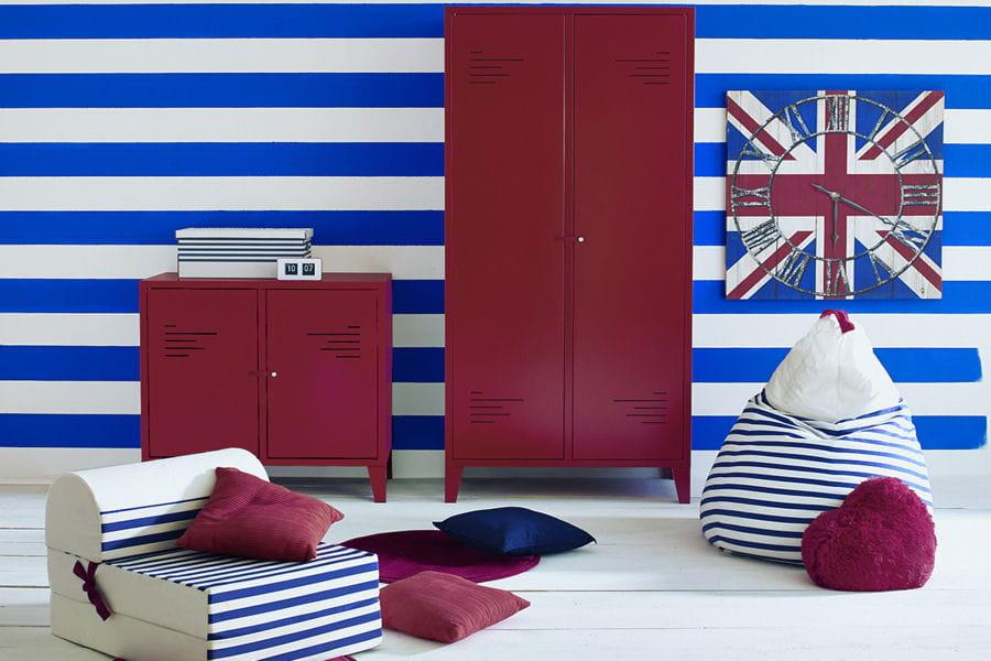 Une armoire m tallique ces dressings qui donnent envie de ranger linternaute - Comment decaper une armoire metallique ...
