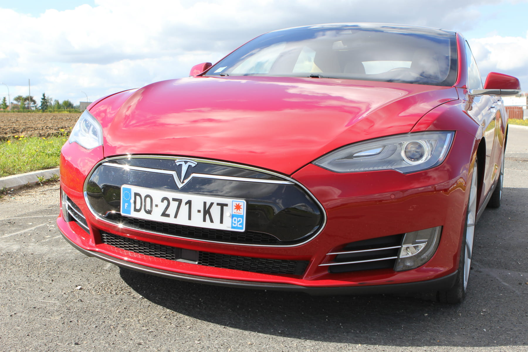 essai tesla model s au volant de la foudroyante berline high tech linternaute. Black Bedroom Furniture Sets. Home Design Ideas