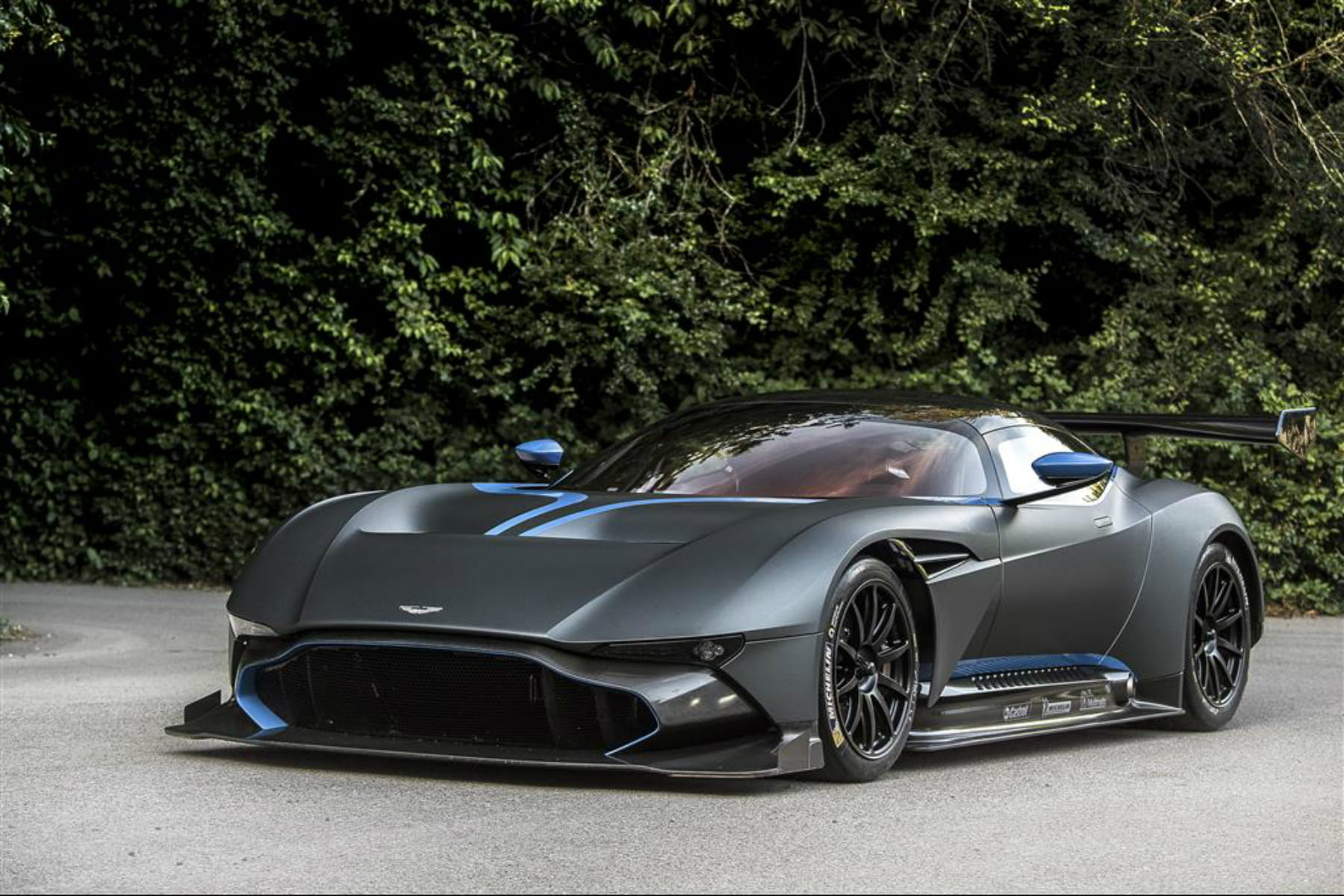 aston martin vulcan. Black Bedroom Furniture Sets. Home Design Ideas