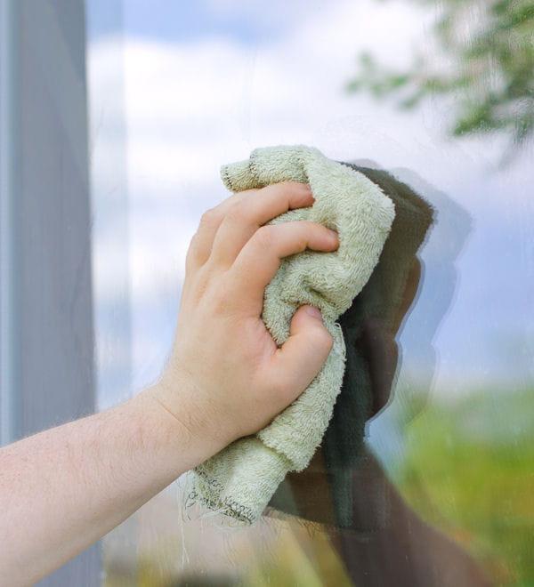 nettoyez vos vitres cendre de bois 10 astuces pour entretenir la maison et le jardin. Black Bedroom Furniture Sets. Home Design Ideas