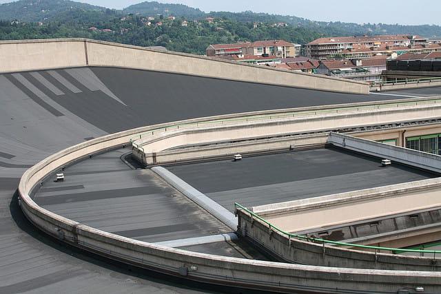 le circuit sur le toit de l 39 ancienne usine fiat turin. Black Bedroom Furniture Sets. Home Design Ideas