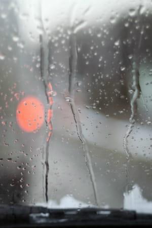 Nettoyer le pare brise pr parer sa voiture pour l hiver for Nettoyer pare brise exterieur