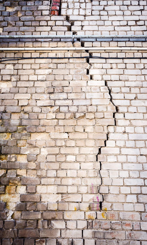 une trop grande humidit sur un mur de briques ces dangers qui menacent votre maison linternaute. Black Bedroom Furniture Sets. Home Design Ideas