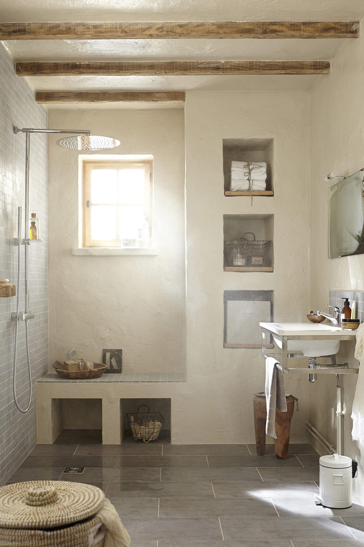 Une salle d 39 eau rustique - Salle de bain italienne leroy merlin ...