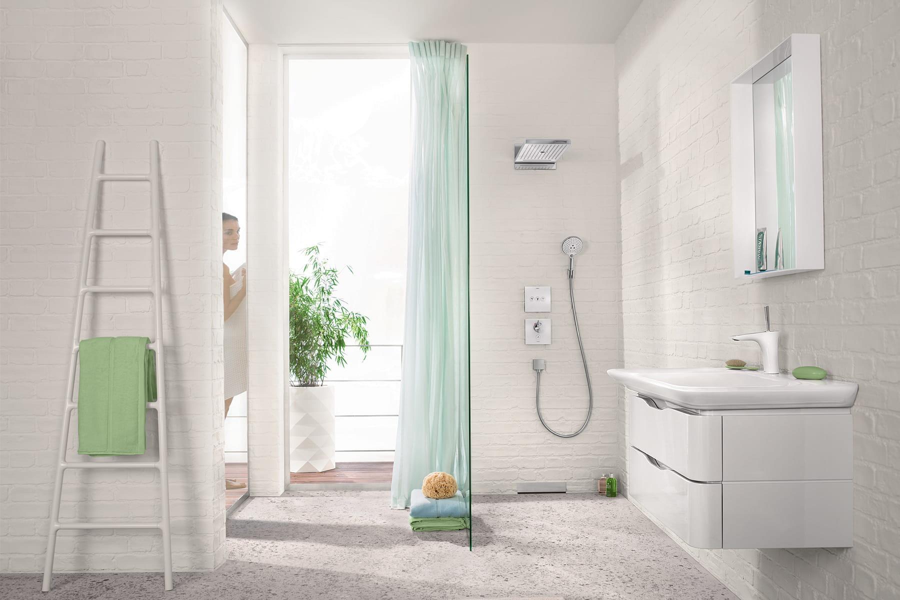 Se d tendre sous la douche une pluie de douches design linternaute - Epilateur electrique sous la douche ...