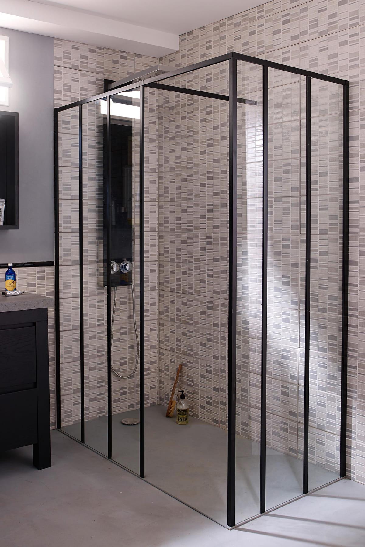 Une douche l 39 italienne industrielle for Vitre de douche