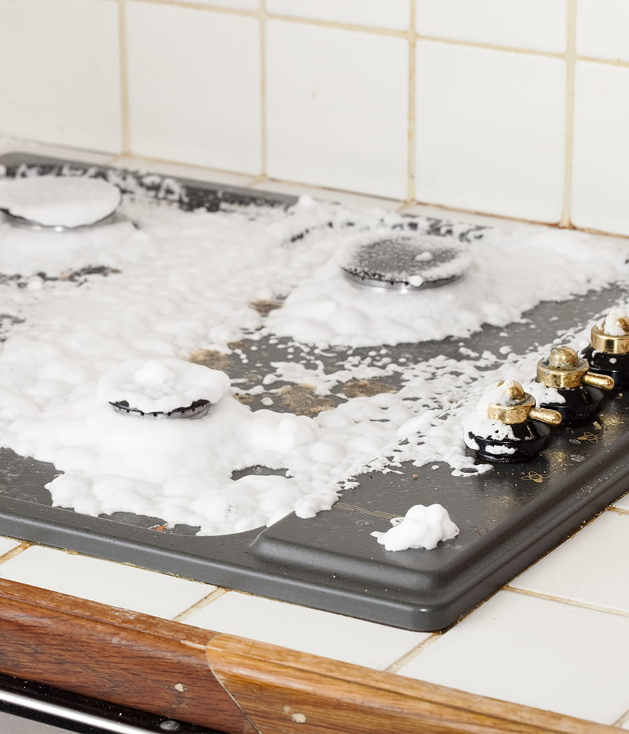 faire briller ses plaques de cuisson des astuces pour entretenir vos appareils lectrom nagers. Black Bedroom Furniture Sets. Home Design Ideas