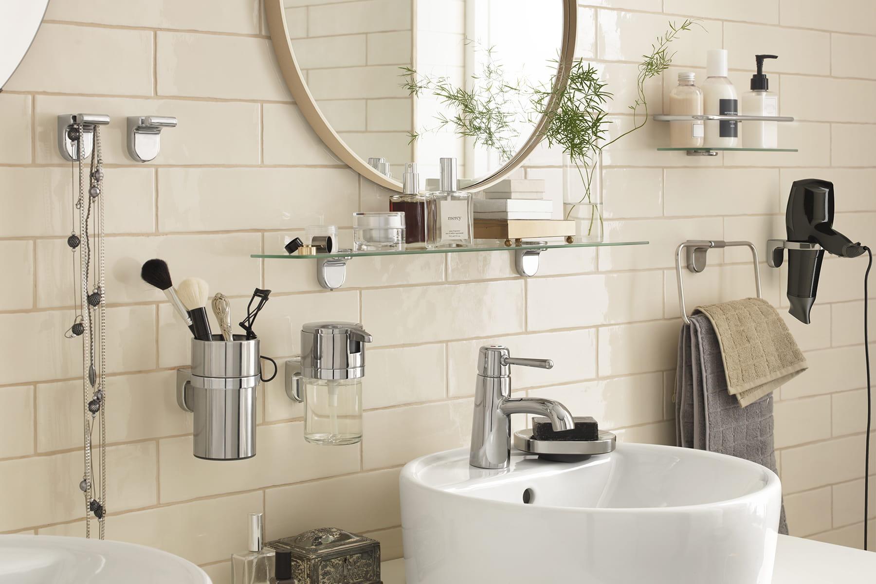Des produits malins pour am nager une petite salle de bains for Petites betes dans la salle de bain