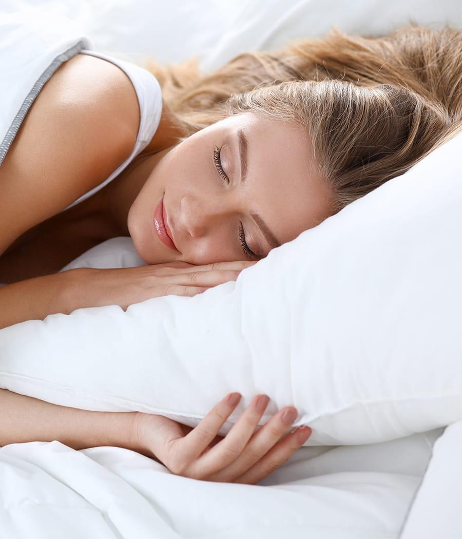 utiliser une brume d 39 oreiller objectif mieux dormir 20 conseils pour la chambre linternaute. Black Bedroom Furniture Sets. Home Design Ideas