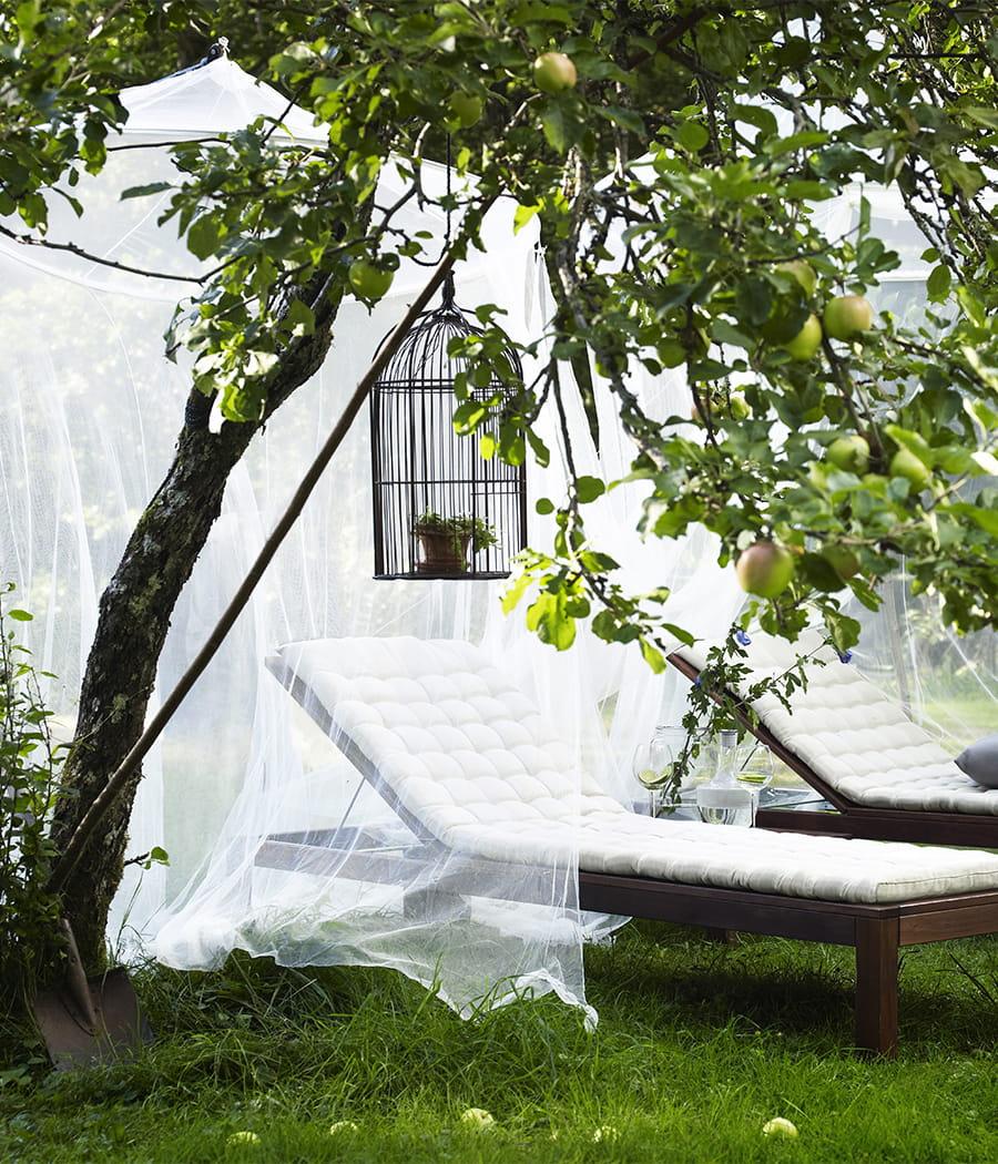 Accrocher un voilage moustiquaire dans votre jardin for Tumbonas jardin ikea