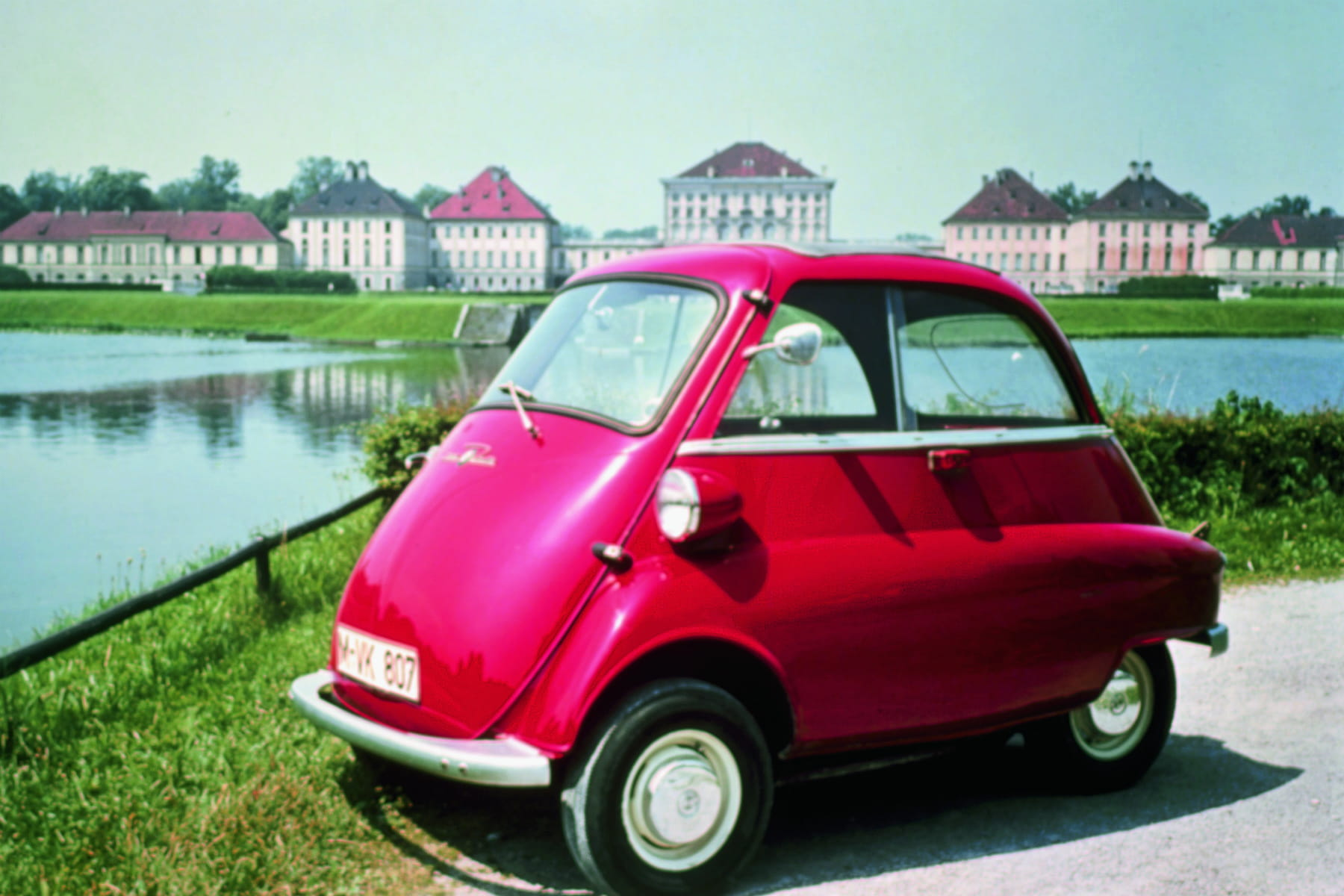 bmw isetta l 39 originale micro citadine. Black Bedroom Furniture Sets. Home Design Ideas