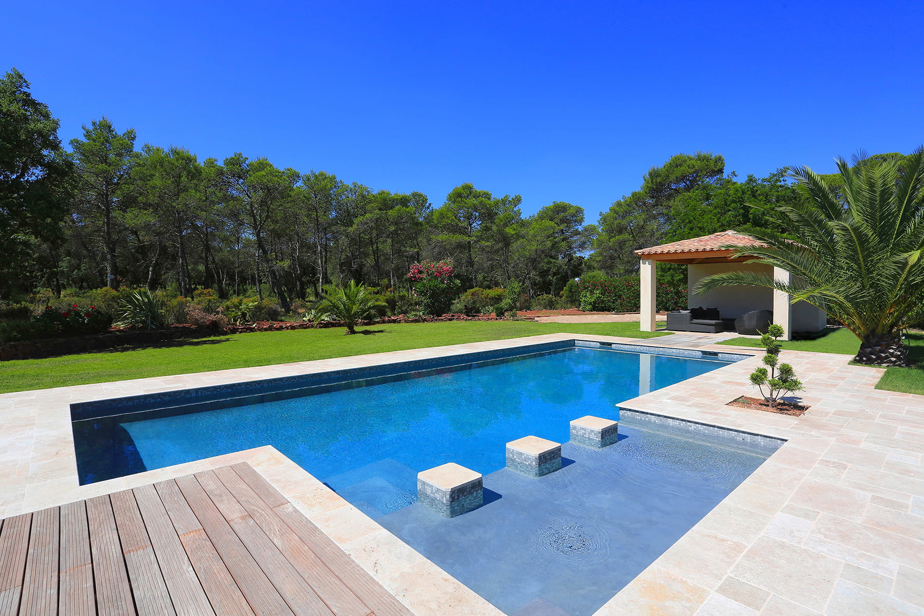 Une plage immerg e originale 25 piscines qui donnent for Construction piscine originale