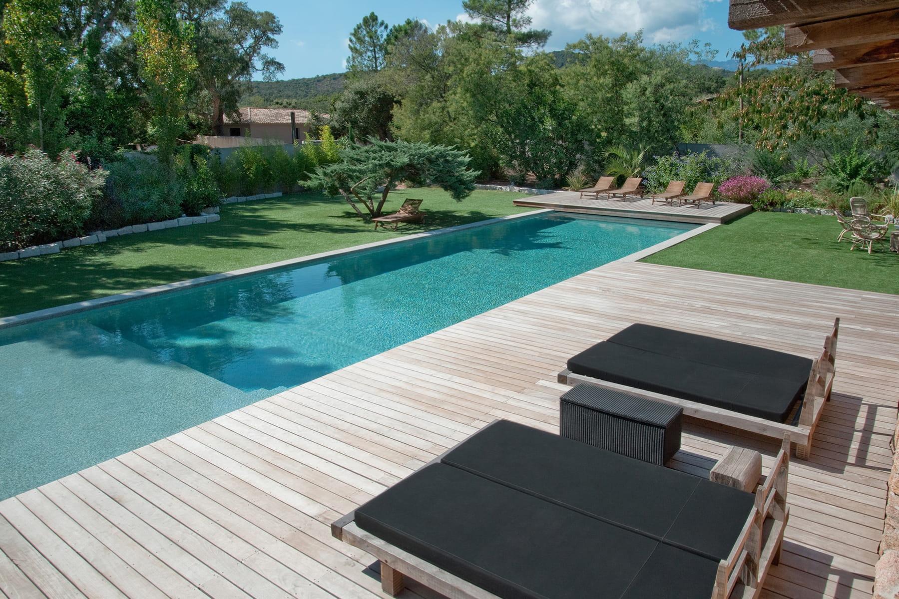 Un nettoyage automatique du bassin for Nettoyage piscine verte