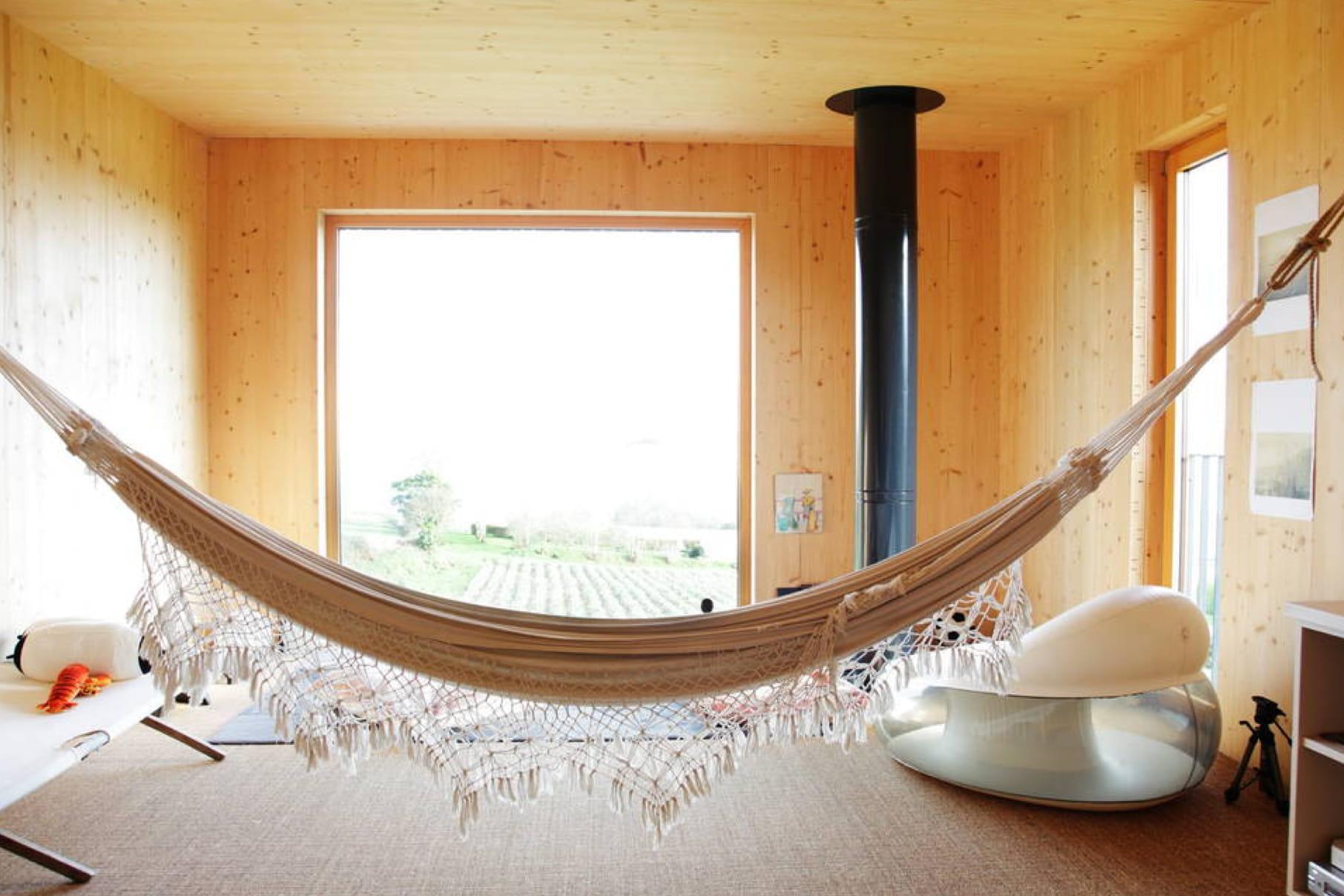 une maison bioclimatique morlaix 15 locations airbnb insolites en france linternaute. Black Bedroom Furniture Sets. Home Design Ideas