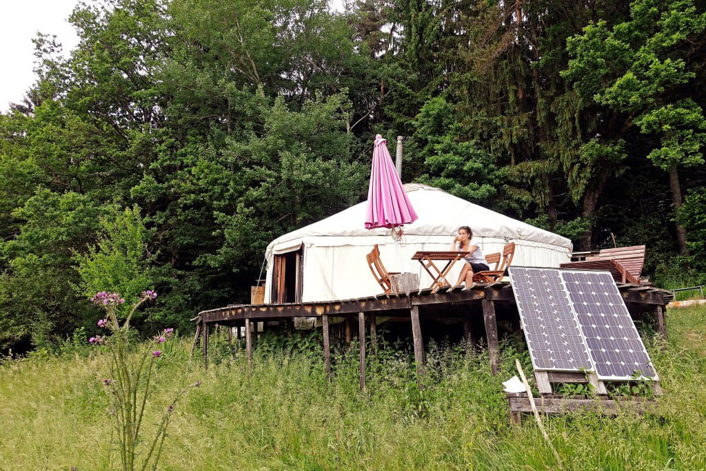 l 39 incontournable yourte 15 locations airbnb insolites en france linternaute. Black Bedroom Furniture Sets. Home Design Ideas