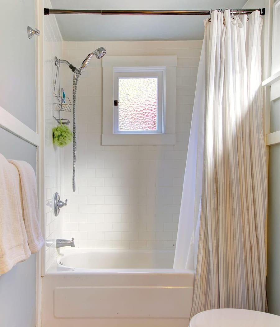 laver le rideau de douche 20 astuces de grand m re pour entretenir votre salle de bains. Black Bedroom Furniture Sets. Home Design Ideas