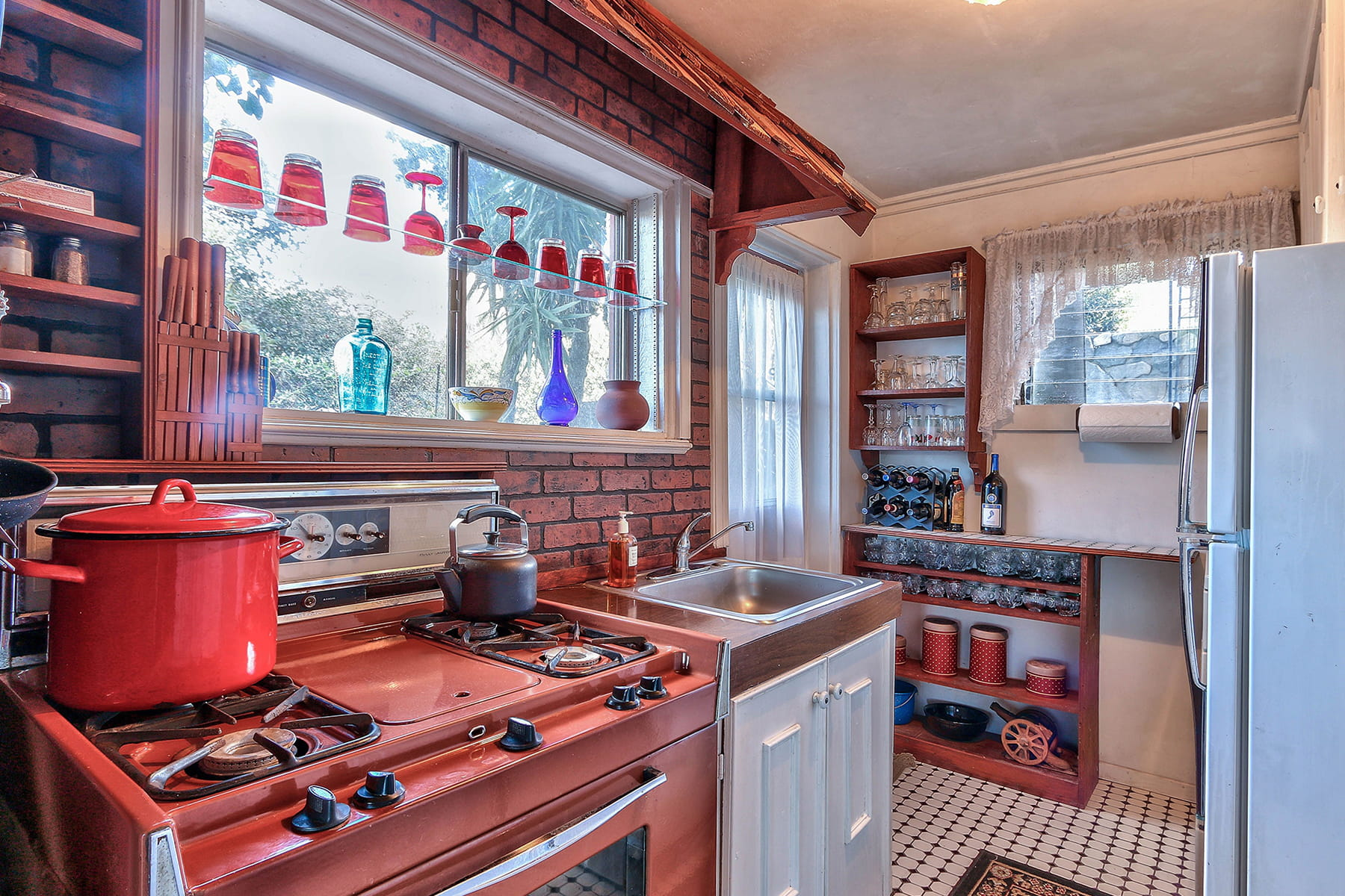 une cuisine color e. Black Bedroom Furniture Sets. Home Design Ideas