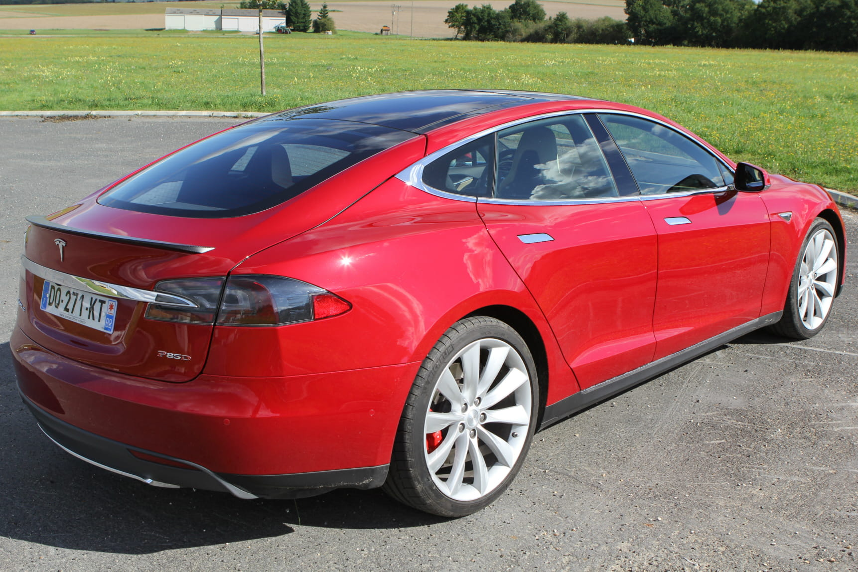 tesla model s un restylage en vue linternaute. Black Bedroom Furniture Sets. Home Design Ideas