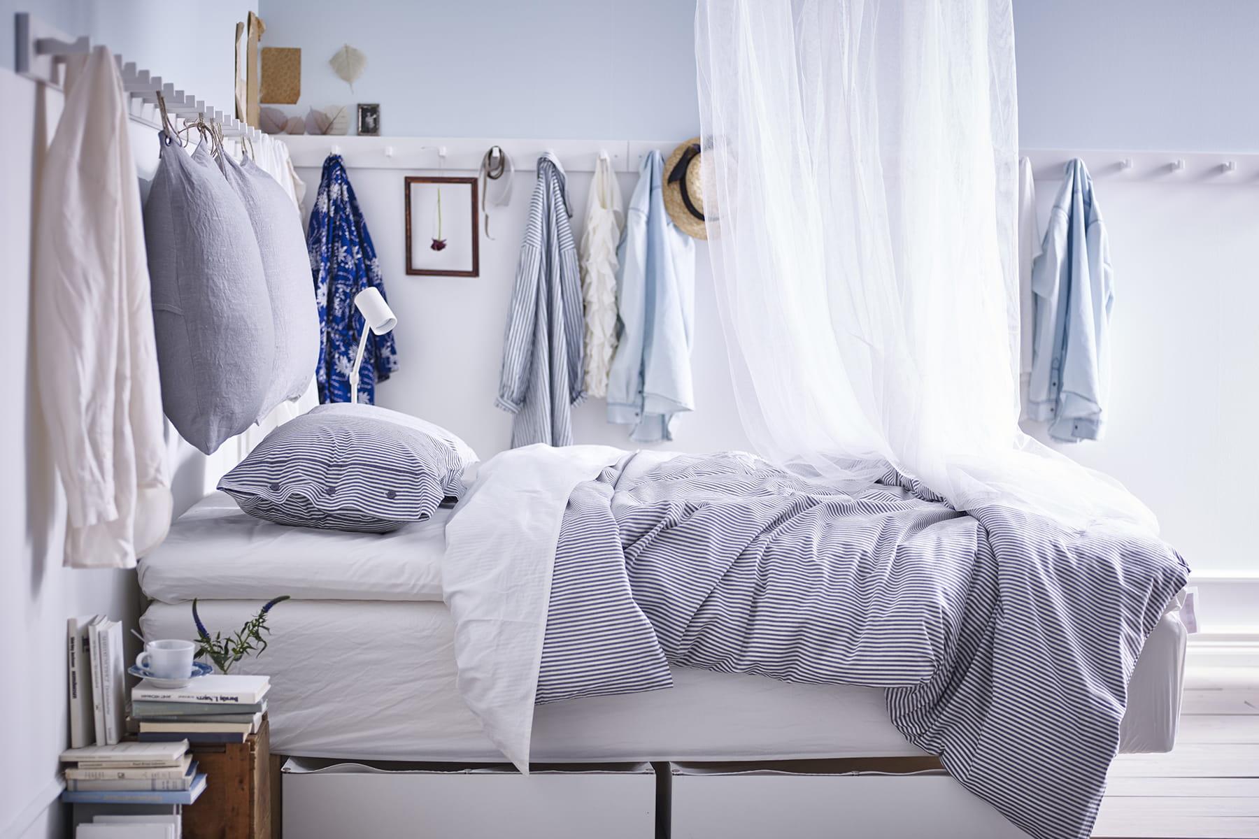 une t te de lit moelleuse. Black Bedroom Furniture Sets. Home Design Ideas