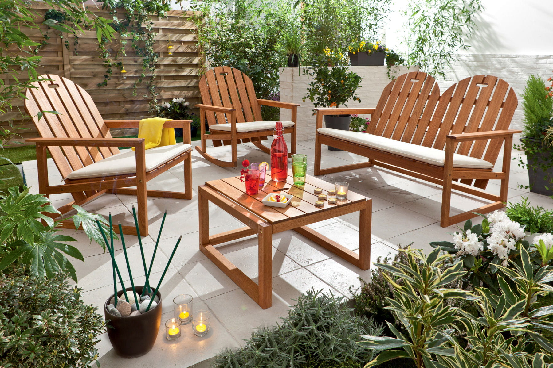 Un salon de jardin lounge