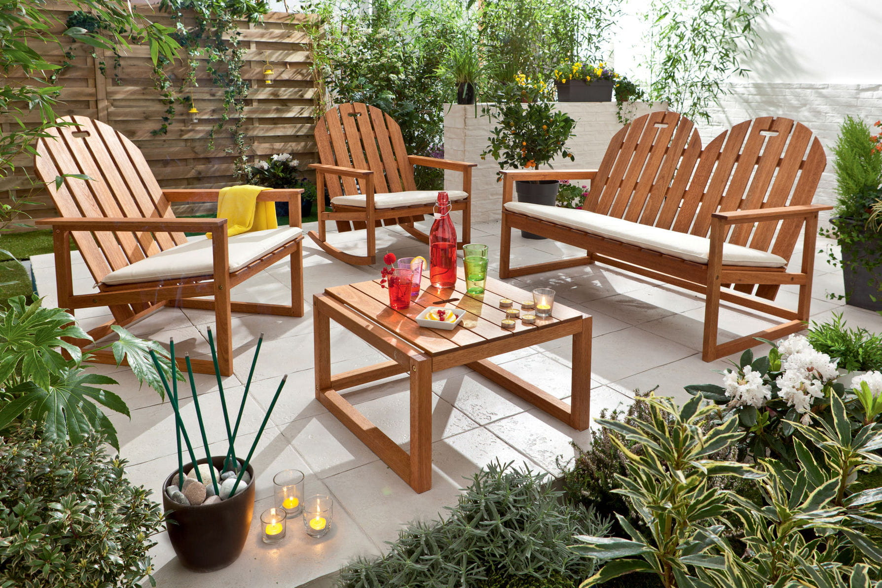 Salon de jardin piochez dans notre s lection moins de - Ou trouver des coussins pour salon de jardin ...
