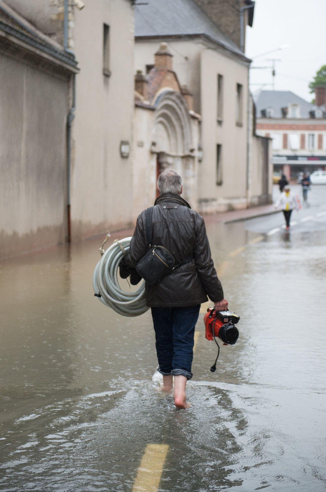 ch tillon coligny loiret les photos chocs des inondations en france linternaute. Black Bedroom Furniture Sets. Home Design Ideas