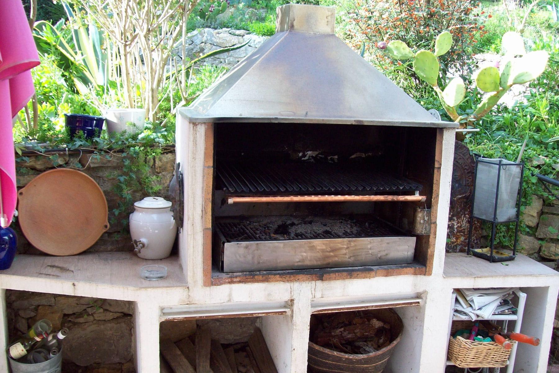 un barbecue quip. Black Bedroom Furniture Sets. Home Design Ideas
