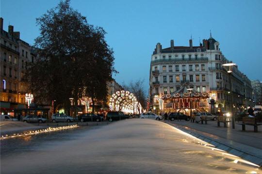 Lyon la ville du dieu lug apprenez la signification du nom des villes de france linternaute - Piscine contemporaine lyon mulhouse ...