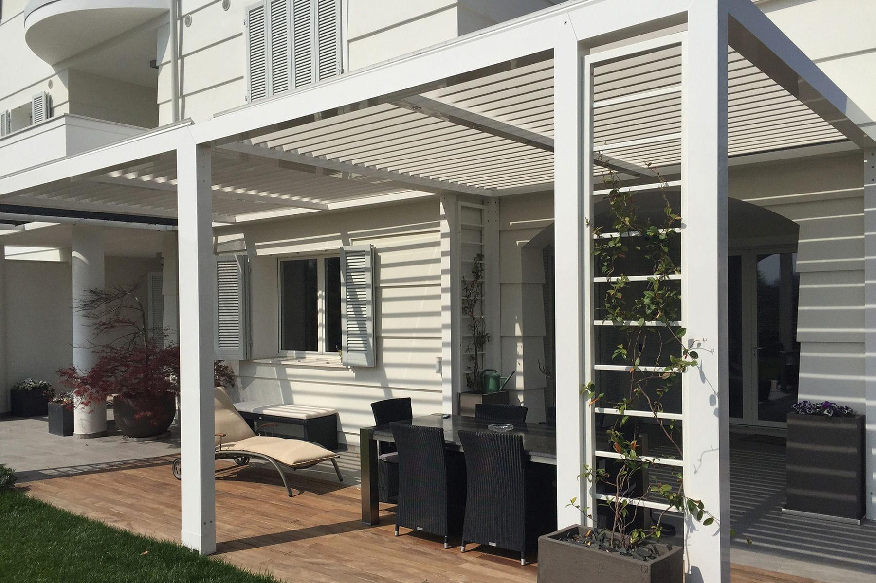 une pergola intelligente pour le jardin. Black Bedroom Furniture Sets. Home Design Ideas