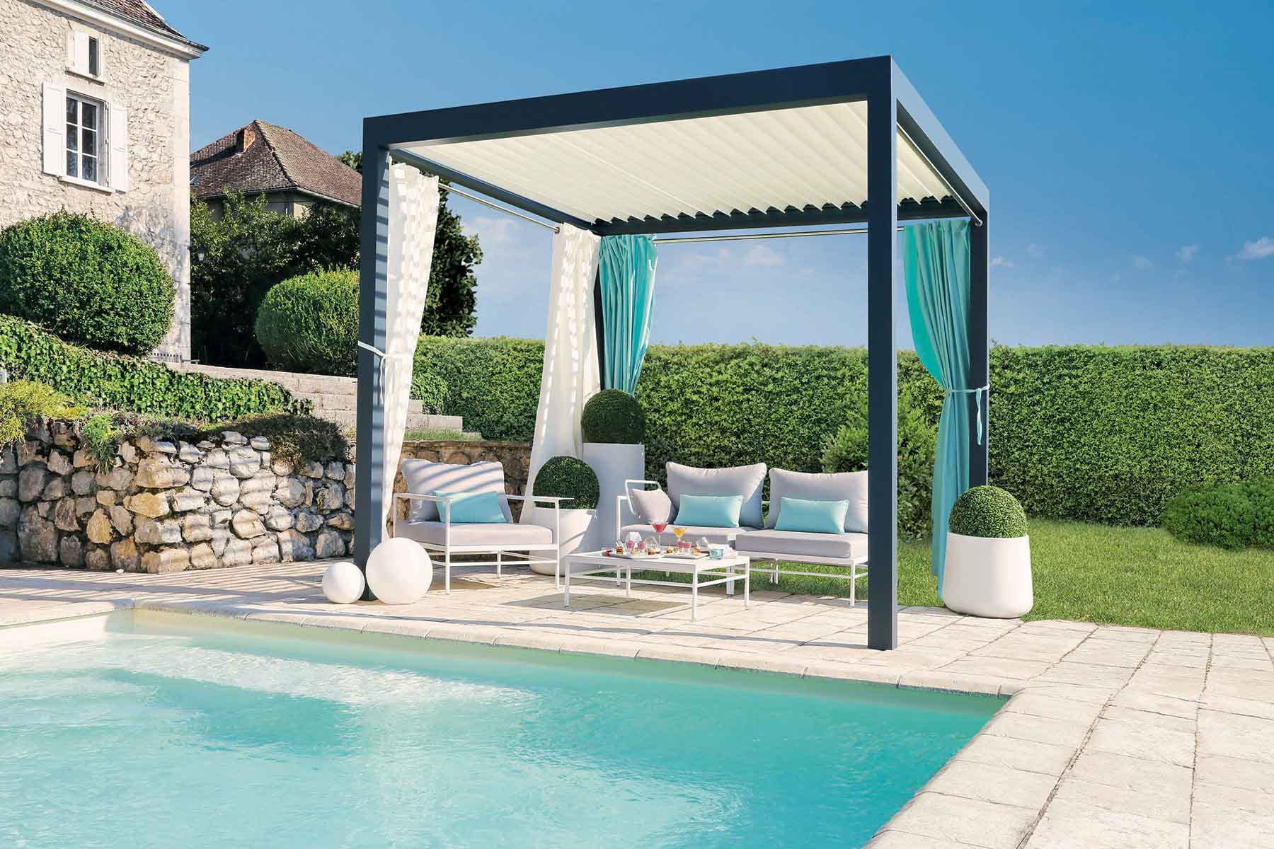 une pergola bioclimatique pour la terrasse des tonnelles et pergolas pour donner du style. Black Bedroom Furniture Sets. Home Design Ideas