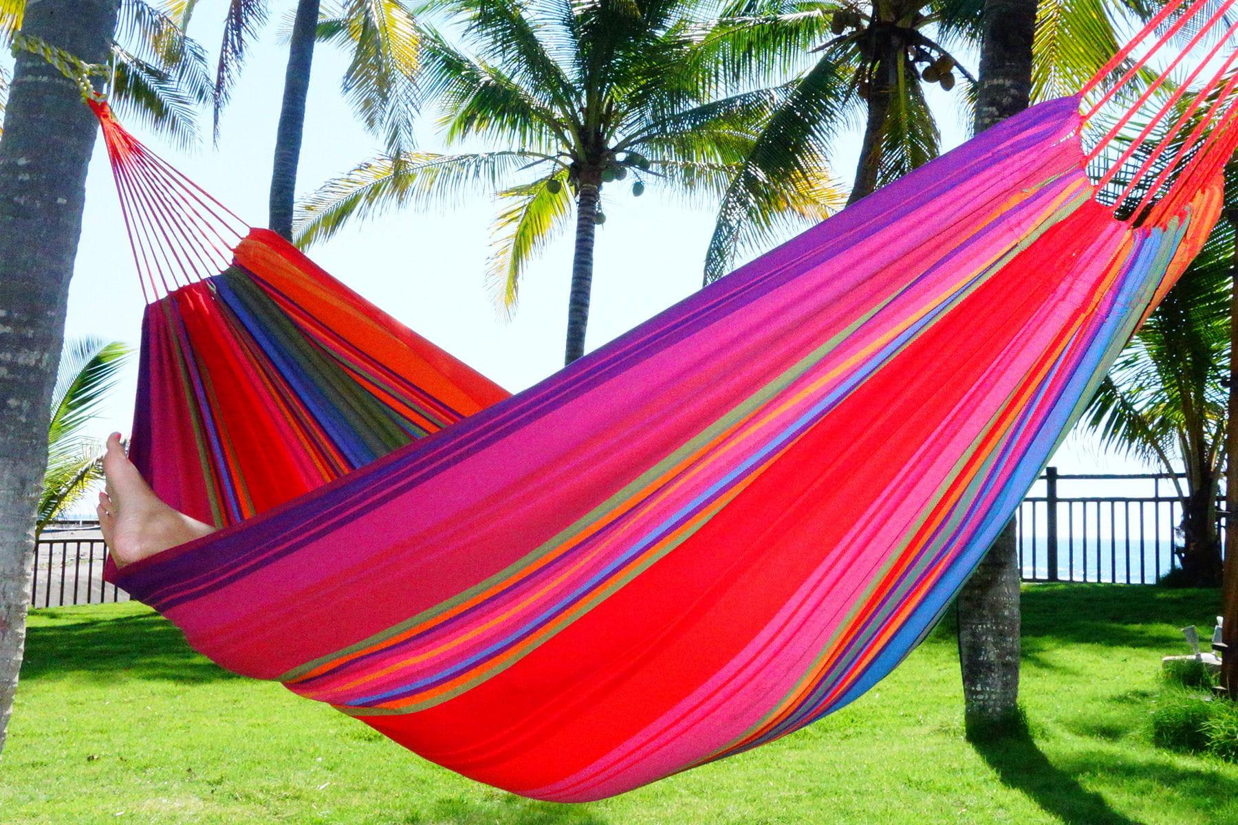 un hamac aux couleurs vives et estivales. Black Bedroom Furniture Sets. Home Design Ideas