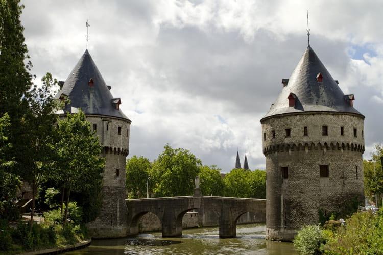 Les tours du broel de courtrai les plus beaux sites de for Courtrai belgium